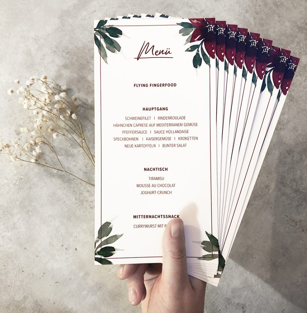 wedding-annasart-papeterie-ida-menuekarte-menu-card-burgundy-flower-flatlay