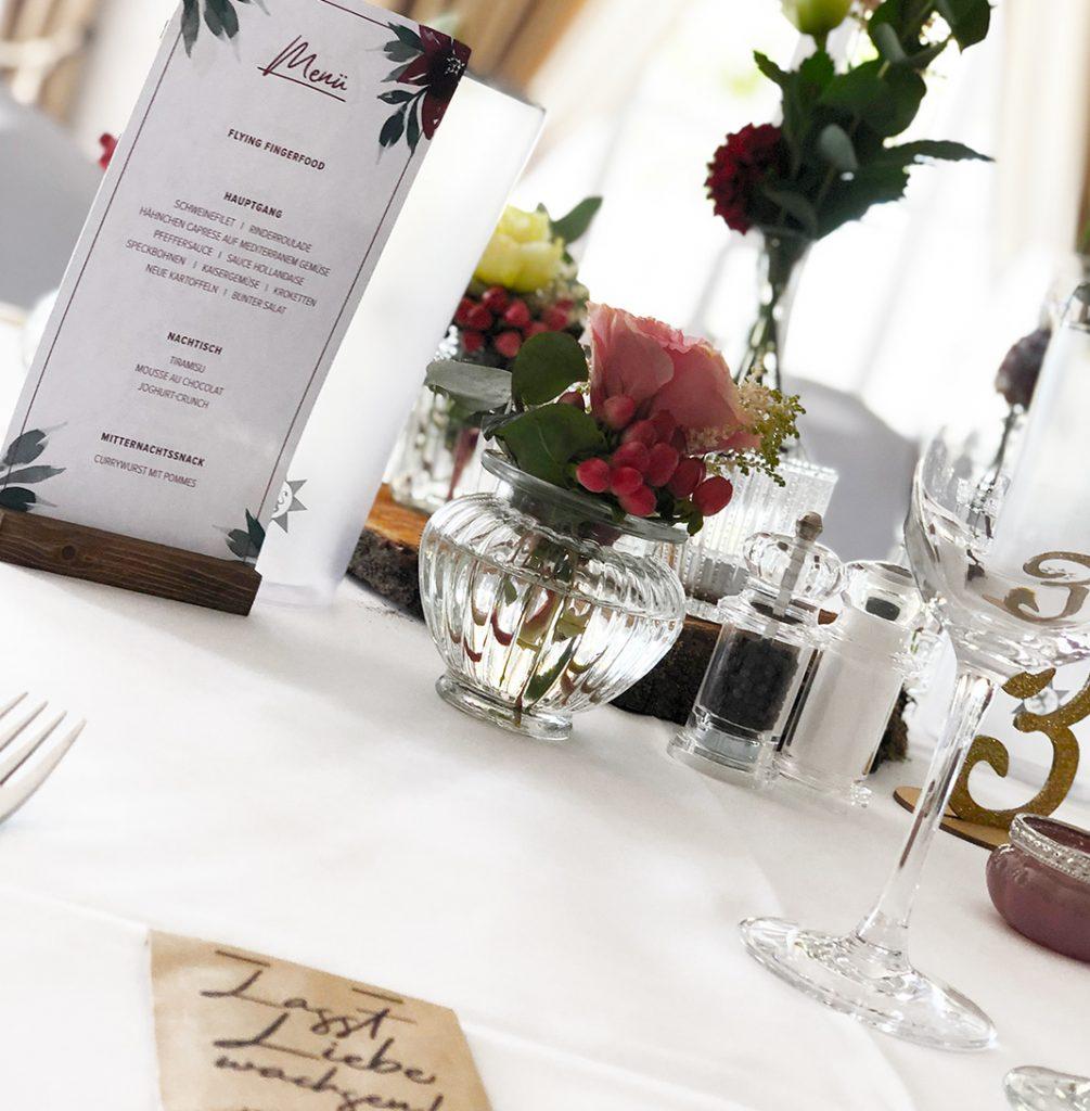wedding-annasart-papeterie-ida-menuekarte-menu-card-burgundy-flower-tisch-dekoration-inspiration-konzept-rot