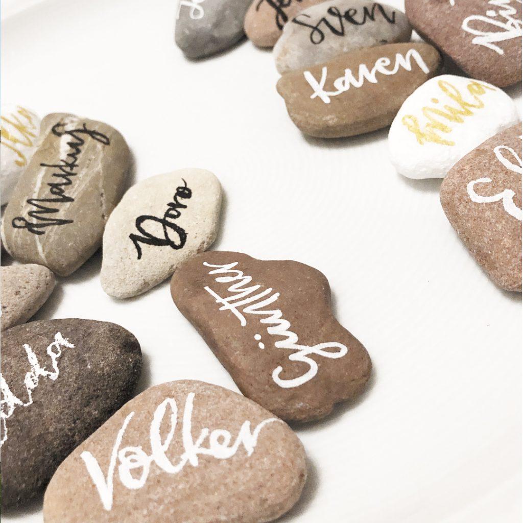 wedding-hochzeit-fine-art-papeterie-placecard-namensschild-namenskarte-gastgeschenk-lettering-stein