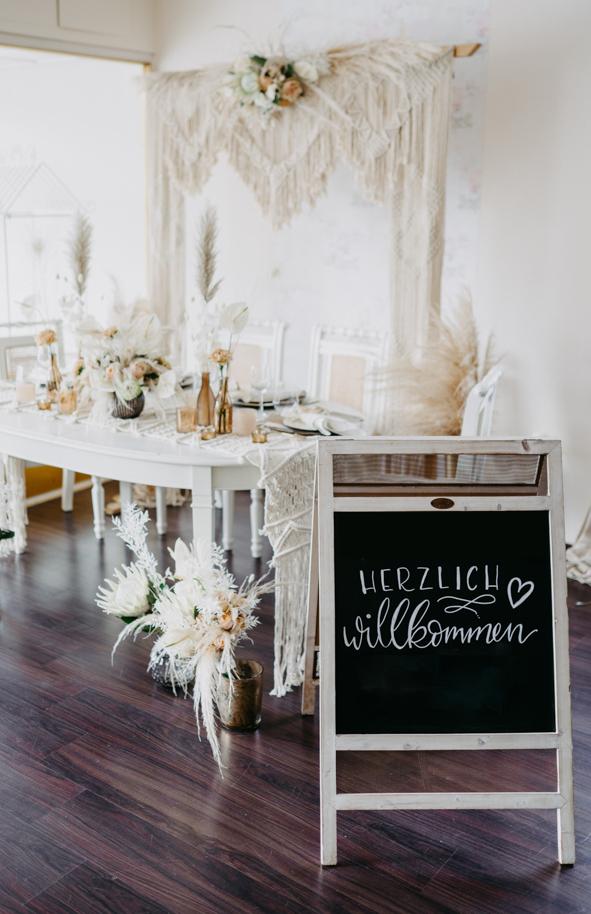 Boho-hochzeit-trockenblumen-makramee-vorhang-tafel