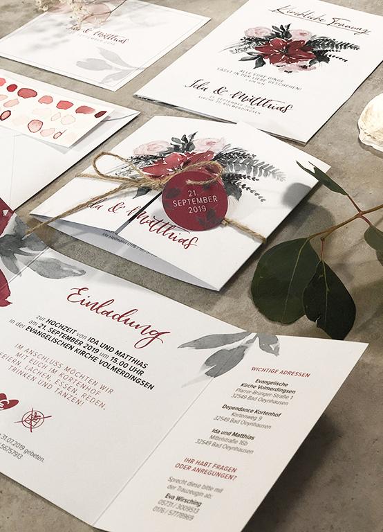 wedding-hochzeit-fine-art-papeterie-ida-einladung-flatlay-burgundy