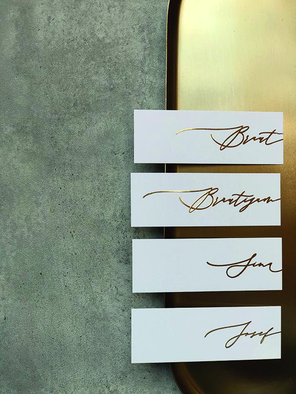wedding-hochzeit-fine-art-papeterie-einladung-goldveredelung-flatlay-karten-placecard-namensschilder-namenskarten