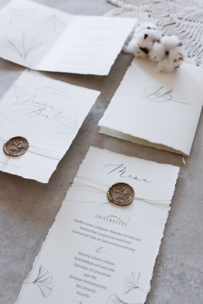 annasart-grafikstudio-papeterie-jasmin-gold-siegel-buettenpapier-menu-save-the-date-vows-makramee