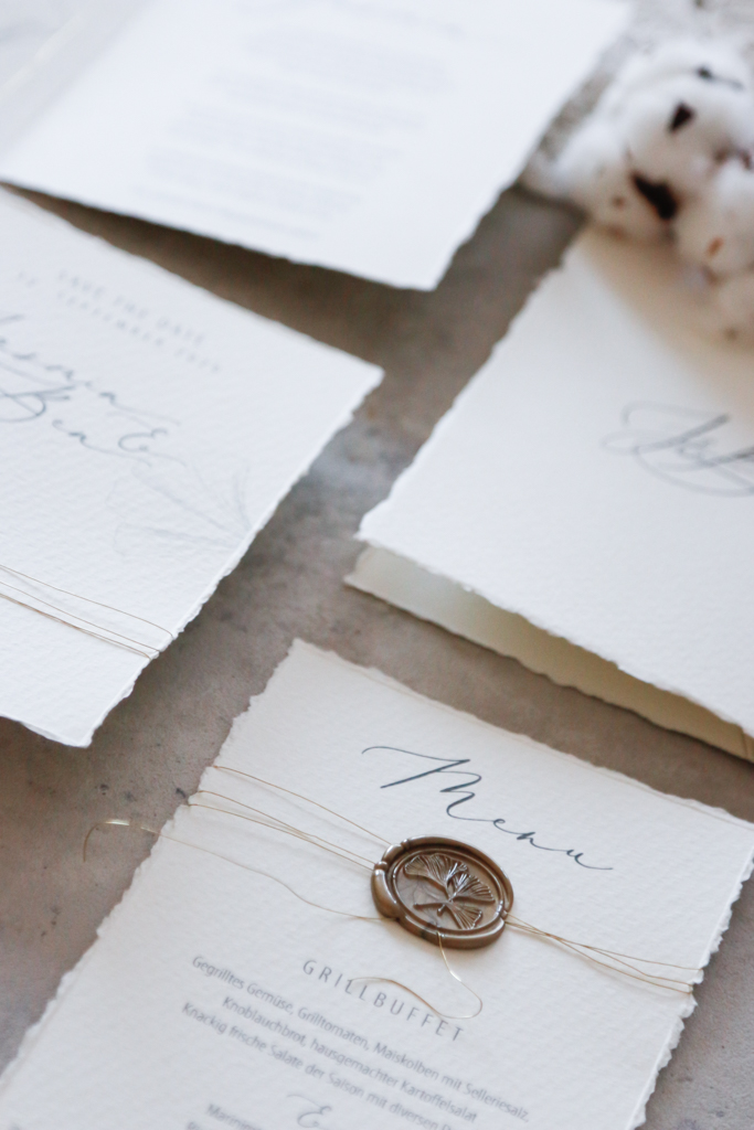 annasart-grafikstudio-papeterie-jasmin-gold-siegel-buettenpapier-menu-save-the-date