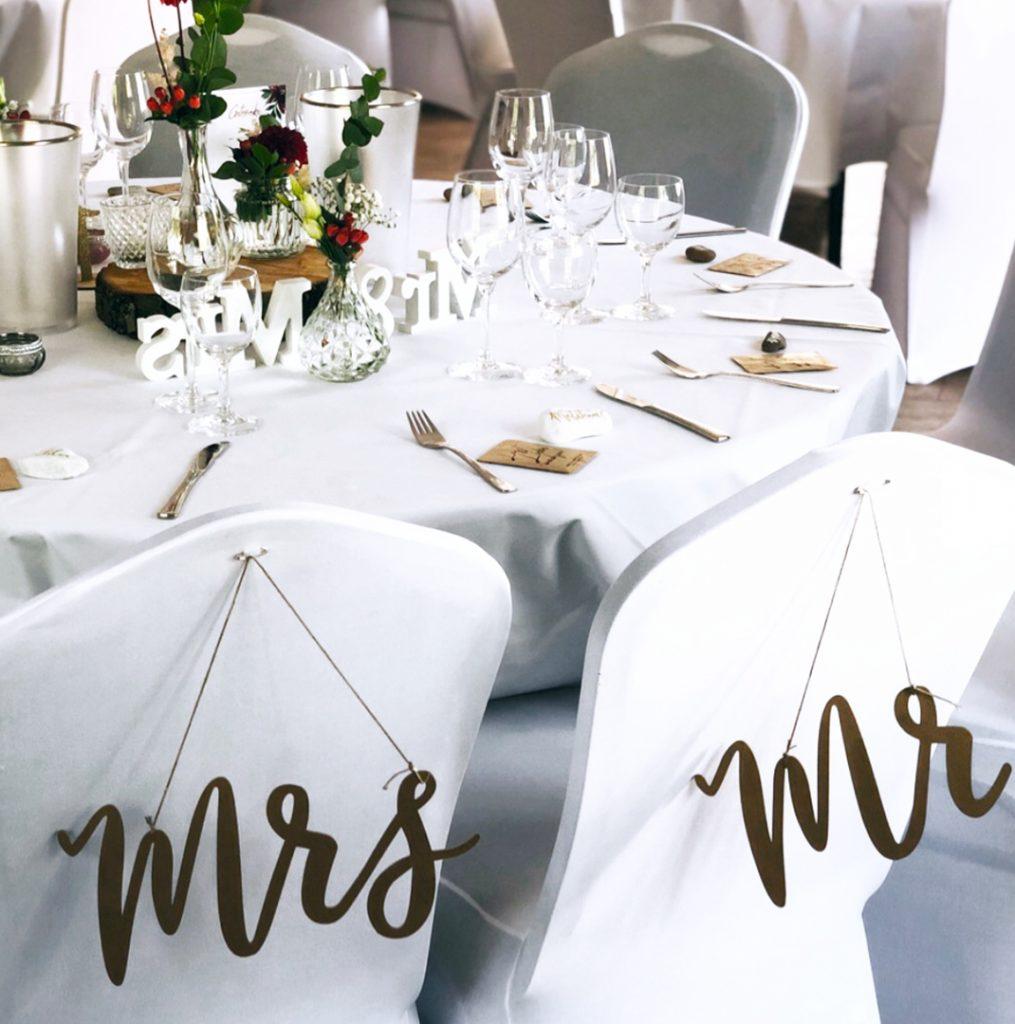 wedding-hochzeit-fine-art-papeterie-konzept-tisch-dekoration-mr-mrs-schild