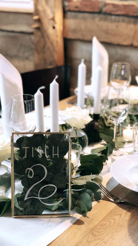 wedding-hochzeit-fine-art-papeterie-sarah-greenery-eucalyptus-tisch-dekoration-tischnummer