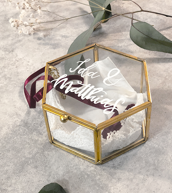 wedding-hochzeit-fine-art-papeterie-ringbox-gold-glas-handlettering-hochzeit