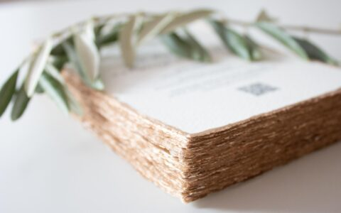 individuelle-Papeterie-gold-handmade-paper
