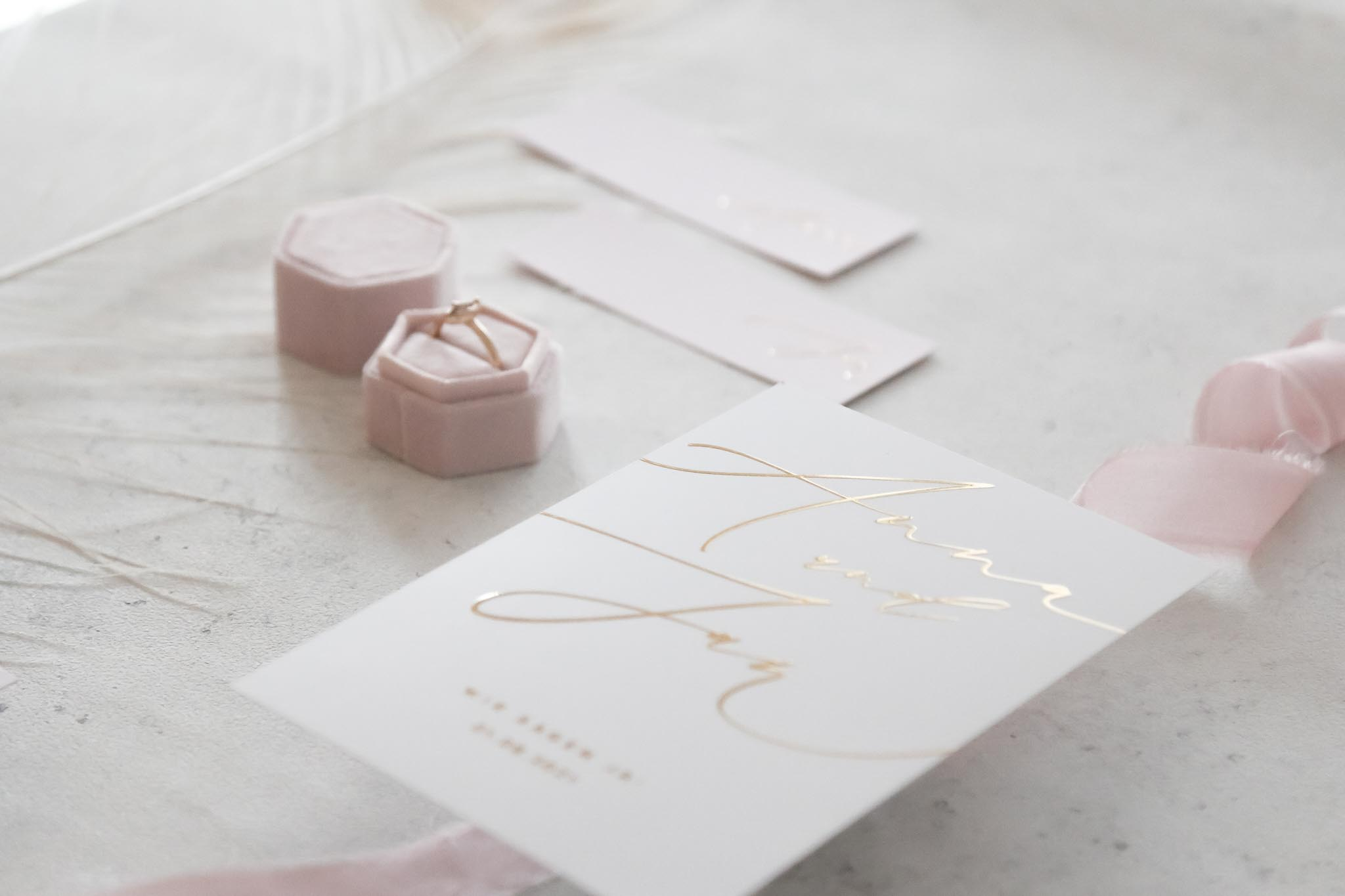 individuelle-Papeterie-gold-save-the-date